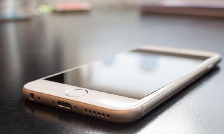 China mobile phone explodes, one person severely injured, పేలిన చైనా సెల్ఫోన్, ఓ వ్యక్తికి తీవ్ర గాయాలు