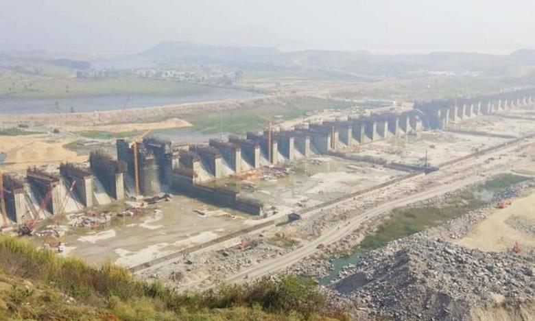 earth-cracks-at-polavaram-project-workers-ran-away, పోలవరం ప్రాజెక్టు వద్ద బీటలు.. భయాందోళనలో కార్మికులు