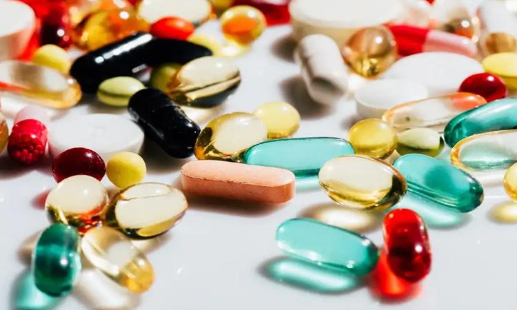 Nutritional supplements 'don't work' and taking certain ones even increases the risk of dying from cancer, professor warns, మీరు మల్టీ విటమిన్ ట్యాబ్లెట్స్ వేసుకుంటున్నారా..?