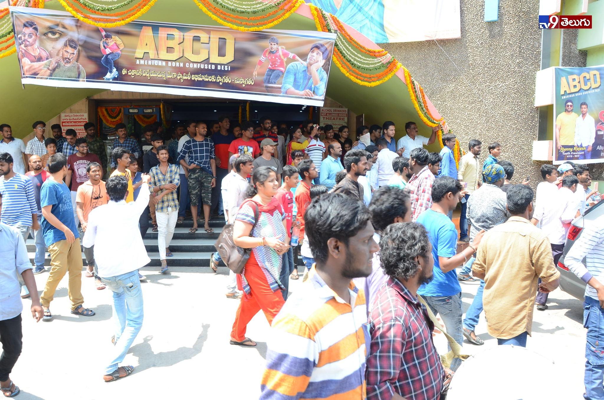Sandhya Theatre, సంధ్య థియేటర్లో సందడి చేసిన హీరో అల్లు శిరీష్ ఫొటోస్