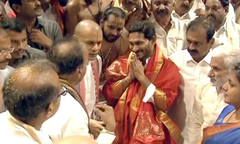 YS Jagan Mohan Reddy visits Tirumala, శ్రీవారిని దర్శించుకున్న వైఎస్ జగన్