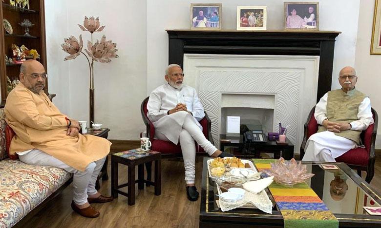PM Narendra Modi and Amit Shah seeks blessings of LK Advani and murali manohar joshi, అగ్రనేతల ఆశీస్సులు తీసుకున్న మోదీ, షా