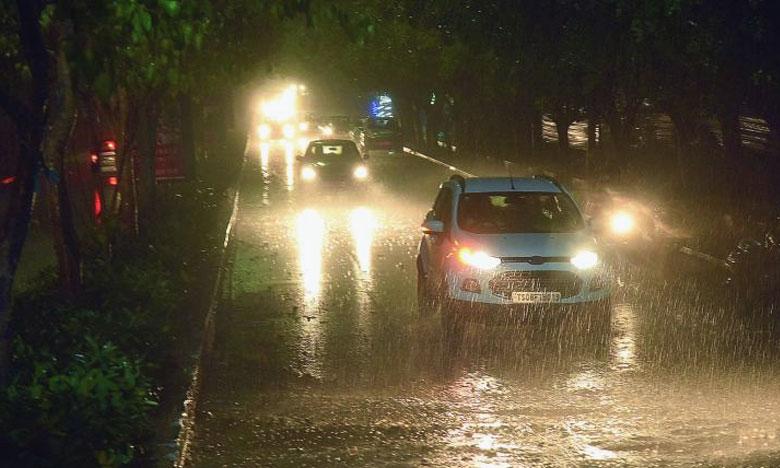 Sudden Rain In Hyderabad, నగరంలో అకాల వర్షం.. భారీగా ట్రాఫిక్ జామ్