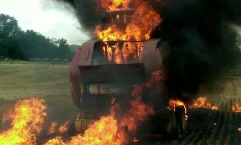 Tractor Burnt, మండుటెండకు కాలిబూడిదైన వాహనం..