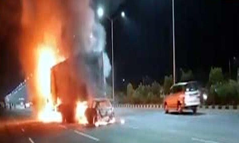 Road accident on orr at gandipet, ఔటర్పై కారు, కంటైనర్ ఢీ