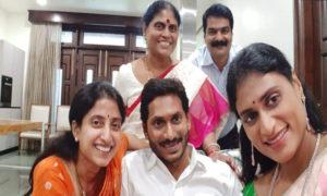 Jagan Enjoying the Victory with Family Members, కుటుంబ సభ్యులతో… ఆనందంగా జగన్!