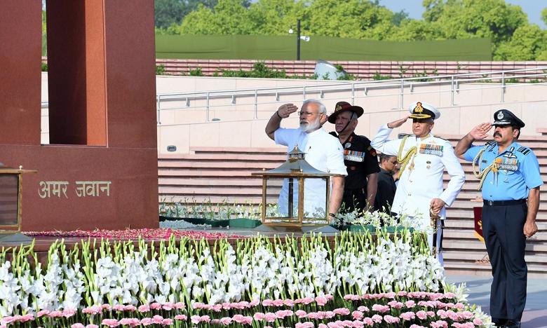 PM Narendra Modi, మహాత్ముల స్మృతిలో… మోదీ