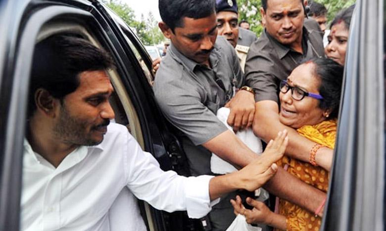 YS Jagan Convoy, జగన్ కాన్వాయ్కి అడ్డుపడిన మహిళ..!