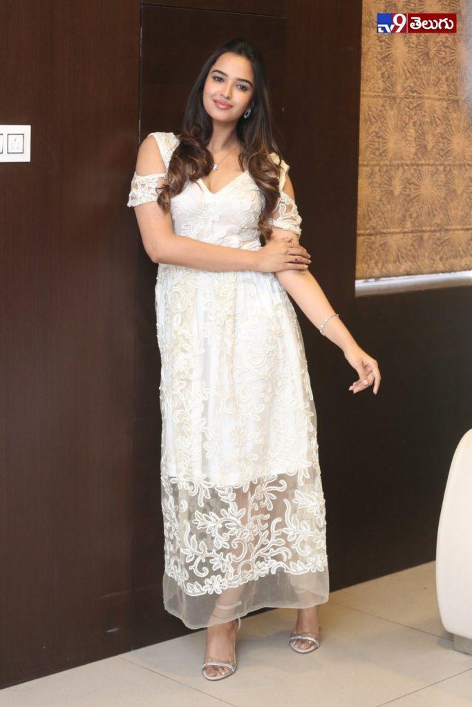 Pujita, 'పూజిత పొన్నాడ' న్యూ ఫొటోస్