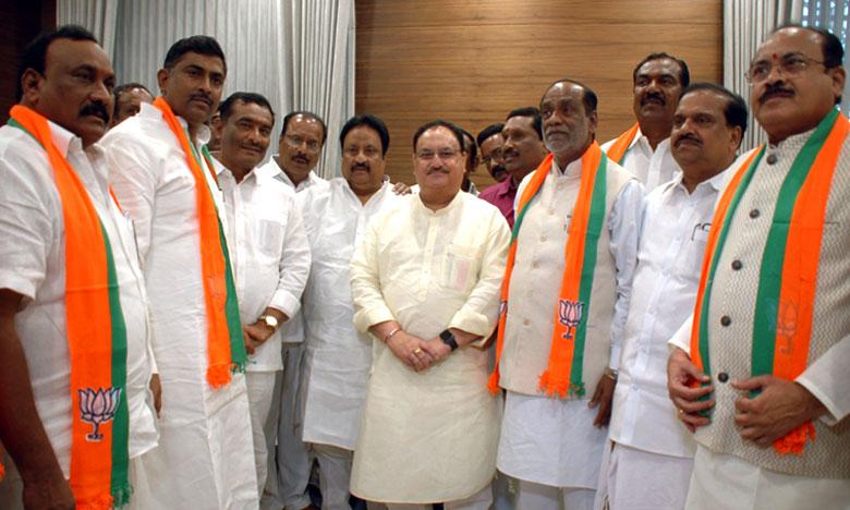 Telangana Senior TDP and Congress leaders Joins In BJP, టీడీపీ, కాంగ్రెస్లకు భారీ షాక్.. బీజేపీలో చేరిన కీలక నేతలు