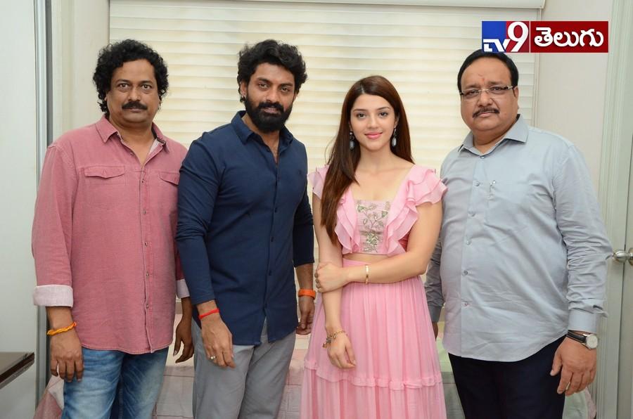 Kalyan Ram, ' నందమూరి కల్యాణ్ రామ్' చిత్రం ఆరంభోత్సవ ఫొటోస్