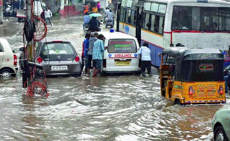 Heavy Rain Lashes Hyderabad, హైదరాబాద్లో భారీ వర్షం
