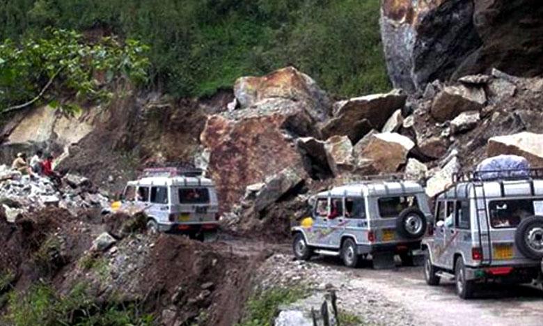 Torrential rain in North Sikkim, భారీ వర్షాలకు తడిసిన సిక్కిం..  ఇక్కట్లలో టూరిస్టులు