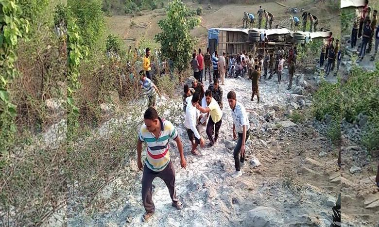 Jharkhand bus accident, లోయలో పడిన బస్సు.. ఆరుగురు మృతి..!