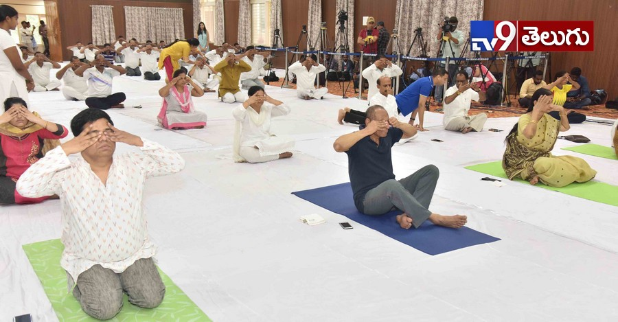 Governer, గవర్నర్ 'నరసింహన్ దంపతుల' అంతర్జాతీయ యోగా దినోత్సవం ఫొటోస్