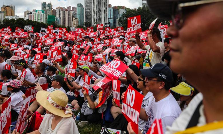 more than 1 million protest in hongkong, హాంకాంగ్..ఒక్క బిల్లుపై పోటెత్తిన ప్రొటెస్ట్..