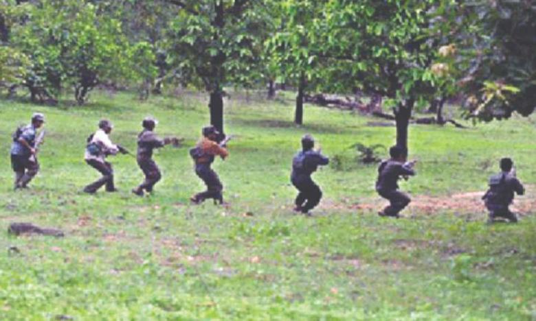 Maoists attack, పంజావిసిరిన మావోలు.. ఐదుగురు పోలీసులు మృతి