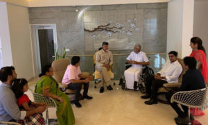 Chandrababu Naidu Babu meets Murali Mohan, మురళీమోహన్కు చంద్రబాబు పరామర్శ