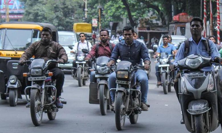 No helmet? Now lose your vehicle: Strict action against violators recommended by HC, హెల్మెట్ పెట్టుకోకపోతే టూవీలర్ సీజ్!