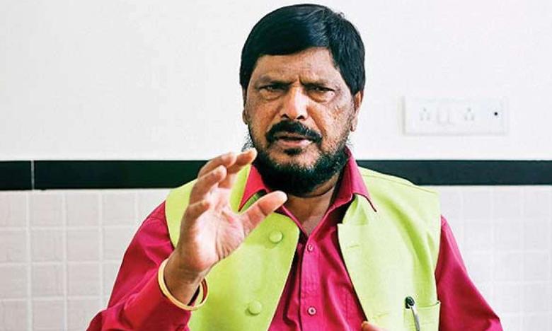 Central minister Ramdas Athawale advise to jagan not to follow chandrababu, బాబు దారిలో నడవొద్దు.. జగన్కి కేంద్రమంత్రి హితవు