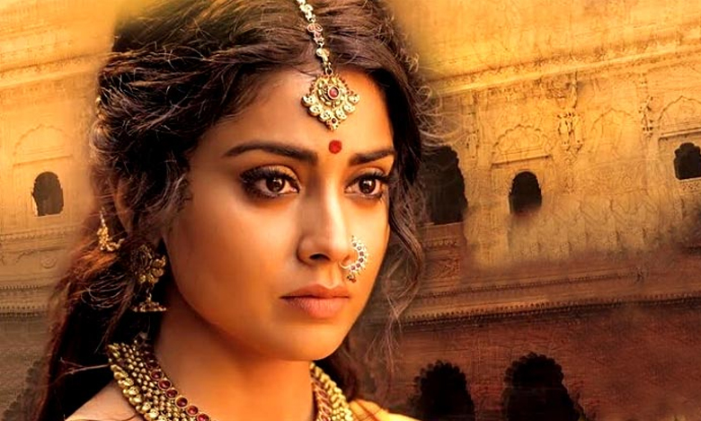 Shriya Saran upcoming movie, తల్లి పాత్రలో శ్రియ