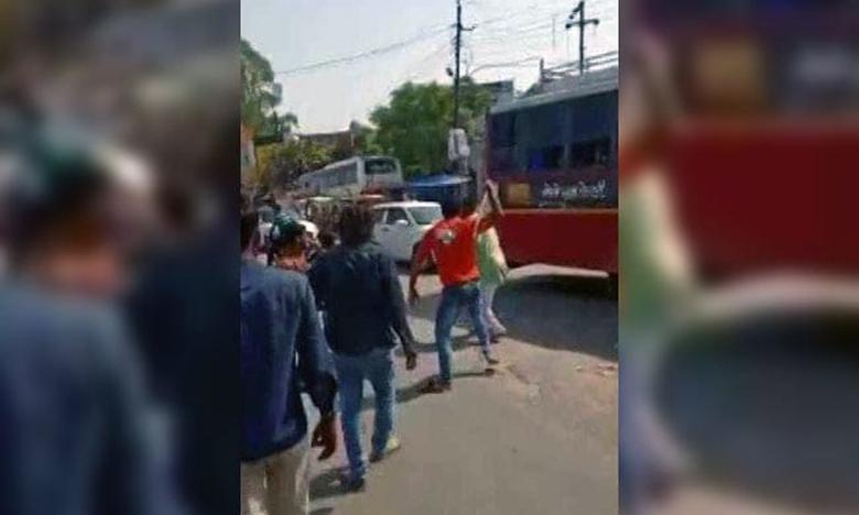 UP Baghpat, జవాన్లపై హోటల్ సిబ్బంది దాడి