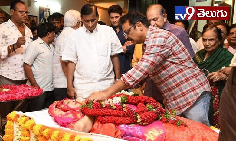 Vijayanirmala Final Rites, ప్రారంభమైన విజయనిర్మల 'అంతిమ యాత్ర'