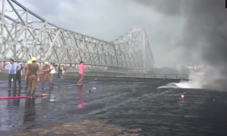 Fire Breaks Out At Chemical Godown Near Kolkata's Howrah Bridge, కోల్కతా హౌరా బ్రిడ్జ్ సమీపంలో భారీ అగ్నిప్రమాదం