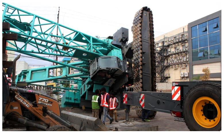 Heavy lifting Crane crashes, హైదరాబాద్లో కుప్పకూలిన భారీ క్రేన్..!