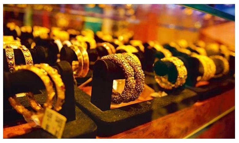 Gold Prices Plunge By 600 Rupees On Weak Global Cues, బంగారం ధరలు తగ్గాయండోయ్!