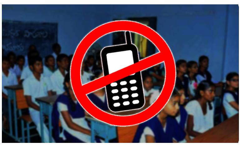 Govt teachers banned from using mobile phones in class AP Govenrment passed orders, ప్రభుత్వ స్కూళ్లలో సెల్ఫోన్ నిషేదం.. ఏపీ సర్కార్ నిర్ణయం