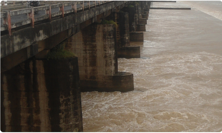 Water Flow Increased In Godavari River at Dowleswaram Barrage East Godavari, గోదావరికి వరద ఉధృతి.. ఆందోళనలో పలు గ్రామాల ప్రజలు