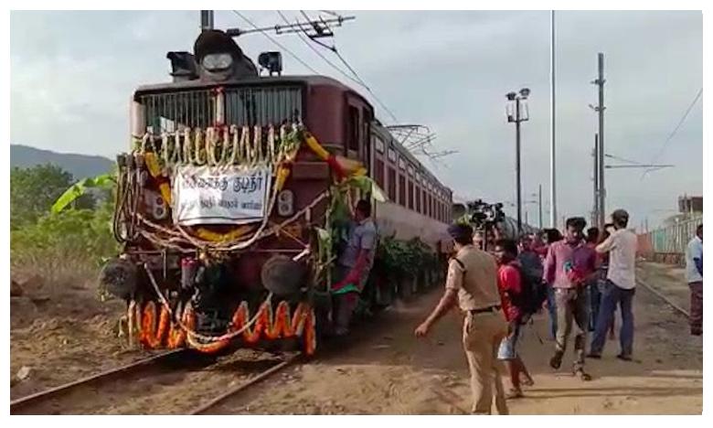 Water train from Vellore arrives in Chennai, చెన్నైకి తాగునీటి రైళ్లు…