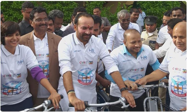 Kishan Reddy participates in World Cycling Day 2019, కాలుష్యాన్ని తగ్గించాల్సిన బాధ్యత మనదే.. కిషన్ రెడ్డి