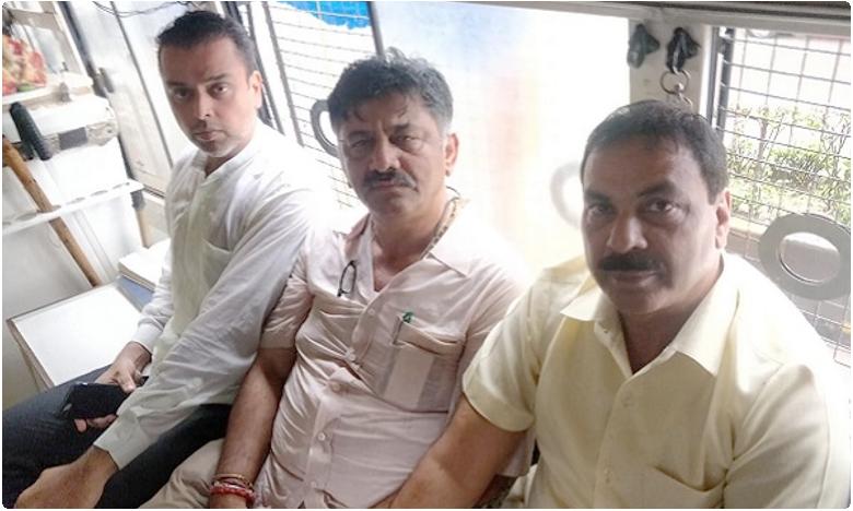 shivakumar detained, ముంబైలో ' కాంగ్రెస్ ట్రబుల్ షూటర్ ' అరెస్ట్.. కన్నడనాట సీనియర్ నేతలు కూడా..