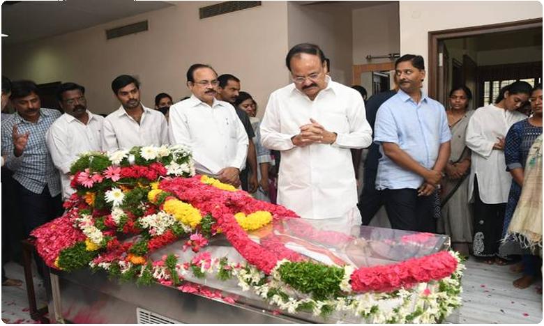 Vice President Venkaiah Naidu condoles demise of Jaipal Reddy, మేమిద్దరం సేమ్ బెంచ్మేట్స్.. : ఉపరాష్ట్రపతి