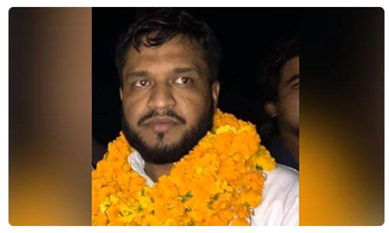 Accused Grand Welcome with garland In UP, నిందితులకు పూలమాలలతో వెల్ కమ్.. సమస్యే కాదన్న యూపీ ప్రభుత్వం
