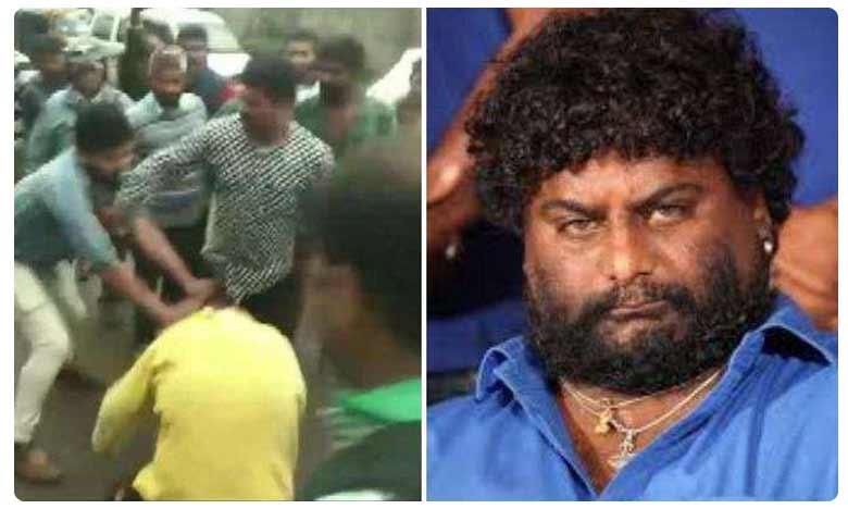 Kannada actor Huccha Venkat thrashed by mob for allegedly damaging car in Kodagu, నడిరోడ్డుపై నటుడి వీరంగం..చితకొట్టిన స్థానికులు