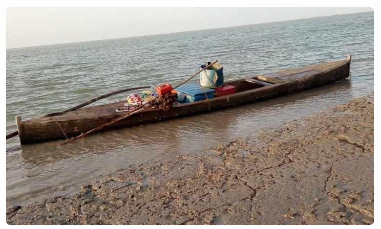 Gujarat: BSF seizes 2 Pakistani boats abandoned in Harami Nala