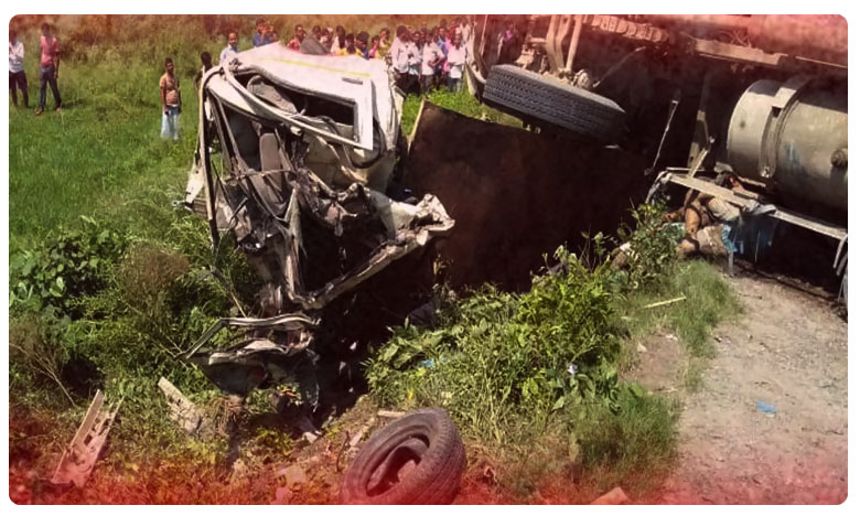 16 Killed As Speeding Truck Collides With Tempo