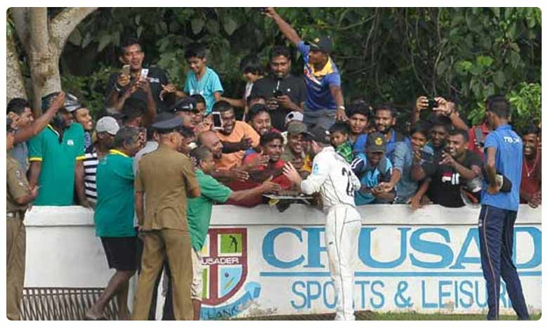 New Zealand captain gets birthday cake from Sri Lanka fans