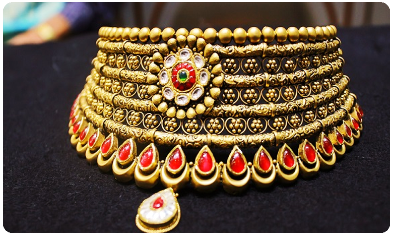 Gold prices today edge lower but silver rates slump in Hyderabad, గుడ్న్యూస్: మరలా తగ్గిన బంగారం ధరలు