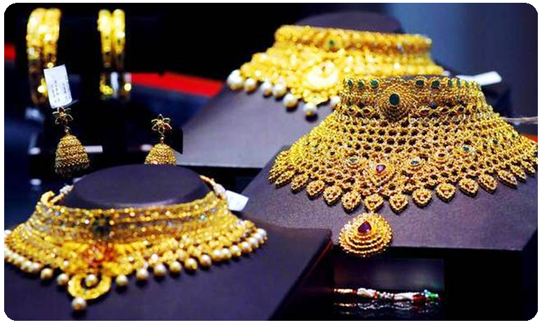 Gold prices surge today, silver rates hit new life-time high as rupee tumbles