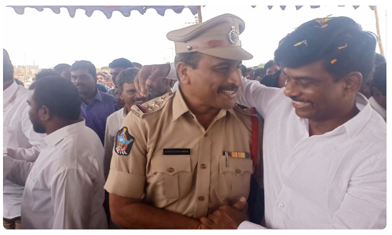 MP Gorantla Madhav meets his childhood friend Anantapur Rural CI Muralidhar Reddy