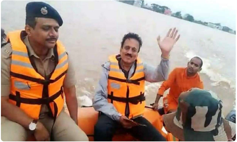 after minister s flood sefie, bjp video shows him swimming to village, ముంపు గ్రామానికి నీటిలో ఈదుతూ… ' సెల్ఫీ  మంత్రి '  'డ్యామేజీ కంట్రోల్ ' !