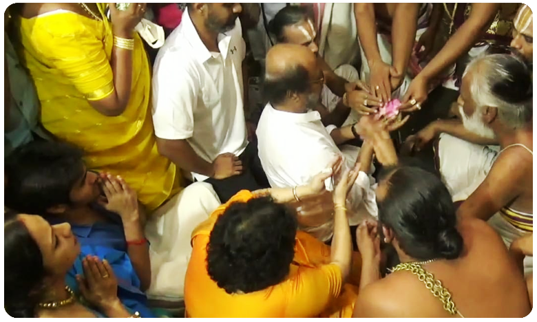 Super Star Rajinikanth visits athi Varadar Darshan in Kanchipuram Temple