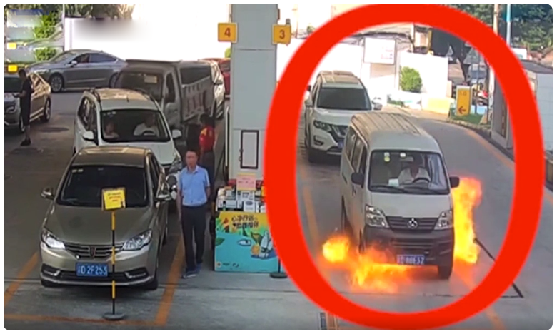 driver nosedives out of his van window seconds before it caught fire, వ్యాన్ లో మంటలు..డ్రైవర్ దూకేశాడు.. ఆ తరువాత.. ..