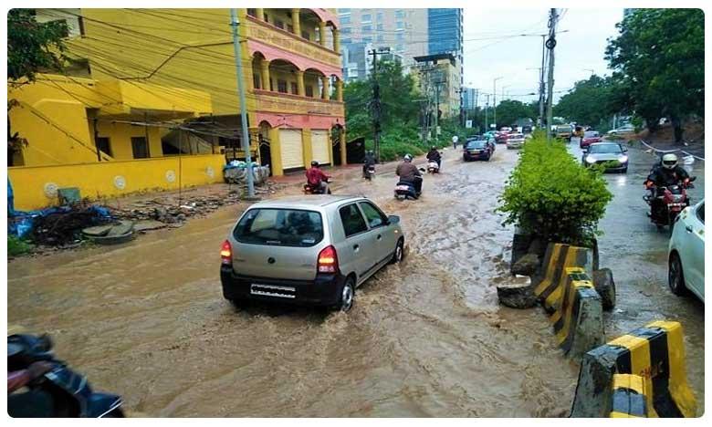 As rains lash Hyderabad flooded roads and traffic snarls return, హైదరాబాద్లో వర్ష బీభత్సం… భారీగా ట్రాఫిక్ జామ్!