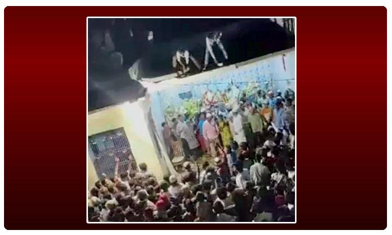 One crowded parapet collapsed under the weight of the crowd injuring 20, బిల్డింగ్ పిట్ట గోడలపై నుంచి పిట్టల్లా రాలిపోయారు.. మొహర్రం వేళ విషాదం