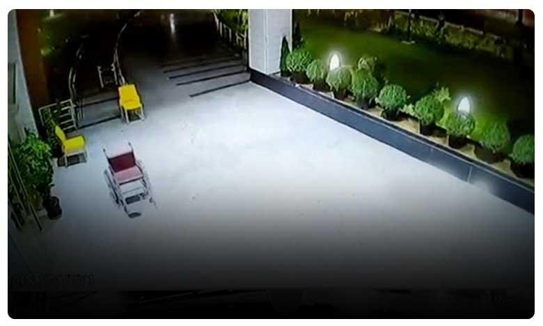 Wheel Chair Moves in Chandigarh PG Hospitals, వీల్ చైర్లో వెళ్లిపోయిన దెయ్యం..